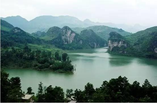 新闻资讯      地址:贵阳市花溪区青岩古镇     交通攻略:可乘坐 220